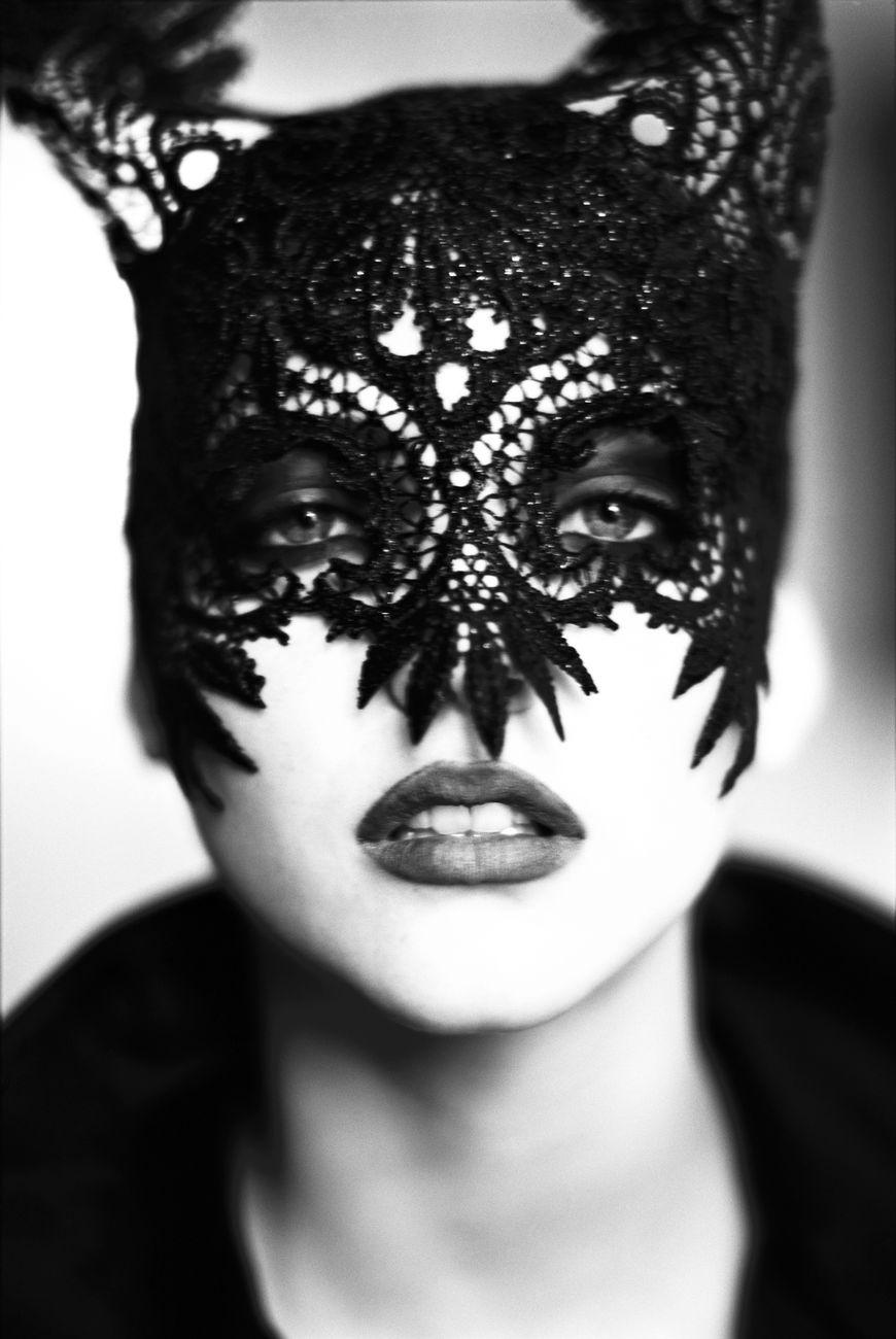 Ellen-von-Unwerth-The-Mask-Nadja-Auermann-Vogue-UK-Paris-1991-Tutti-i-diritti-riservati